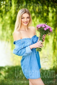 Christina from Ivanofrankovsk 28 years - nice smile. My small public photo.