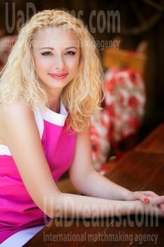 Irishka from Lutsk 37 years - wants to be loved. My small public photo.