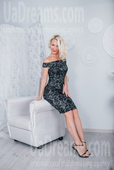 Julia from Cherkasy 39 years - looking for relationship. My small public photo.