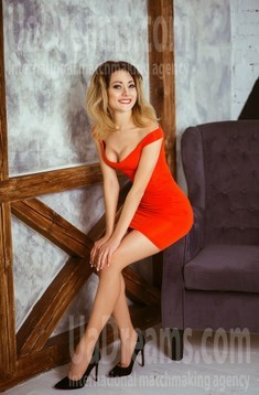 Alyona from Kiev 32 years - wants to be loved. My small public photo.