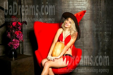 Alyona from Kiev 32 years - search for love. My small public photo.