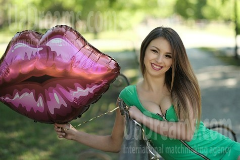 Violetta 22 years - nice smile. My small public photo.