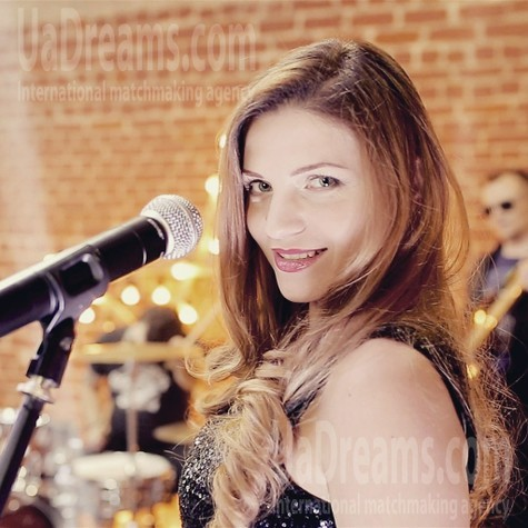 Vicky from Zaporozhye 34 years - beautiful woman. My small public photo.