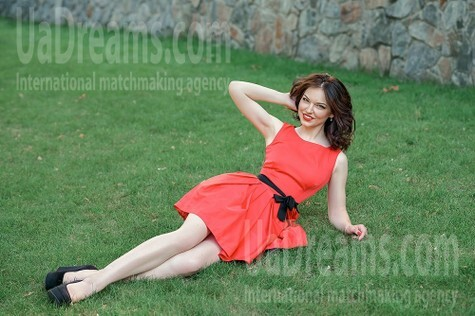Olya from Dnipro 25 years - wants to be loved. My small public photo.