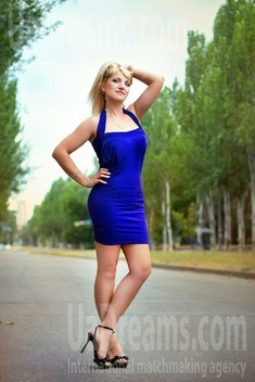 Oksana from Zaporozhye 39 years - sunny day. My small public photo.