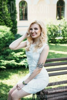 Darya from Sumy 24 years - carring woman. My small public photo.