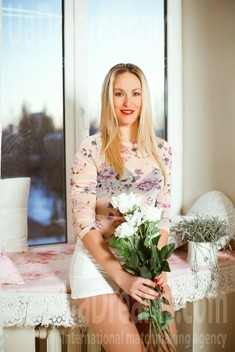 Olya from Kiev 36 years - girl for marriage. My small public photo.
