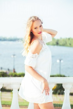 Olya from Kiev 36 years - eyes with love. My small public photo.