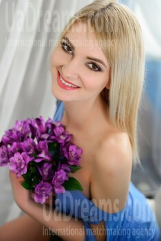 Alina from Rovno 24 years - bright smile. My small public photo.