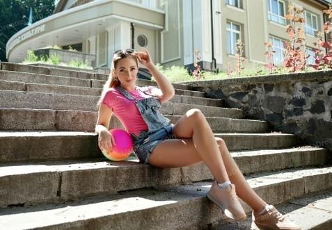 Anna Rovno 28 y.o. - intelligent lady - small public photo.