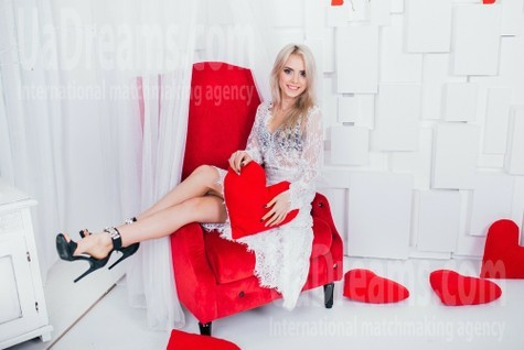 Nastya from Cherkasy 19 years - want to be loved. My small public photo.