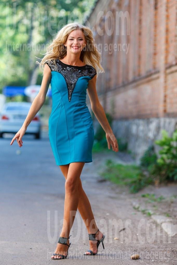Svetlana from Kremenchug 27 years - carring woman. My small public photo.
