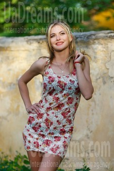 Svetlana from Kremenchug 28 years - ukrainian bride. My small public photo.