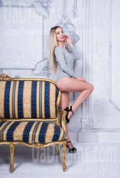 Yulya from Ivanofrankovsk 24 years - want to be loved. My small public photo.
