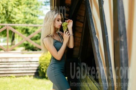 Yulya from Ivanofrankovsk 25 years - beautiful woman. My small public photo.