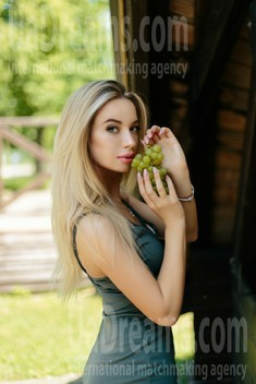 Yulya from Ivanofrankovsk 25 years - ukrainian girl. My small public photo.