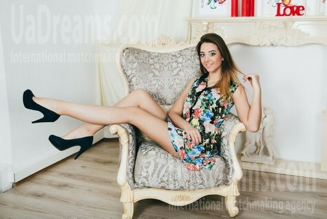 Elena from Cherkasy 19 years - want to be loved. My small public photo.