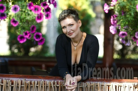 Oksana from Kremenchug 36 years - ukrainian bride. My small public photo.