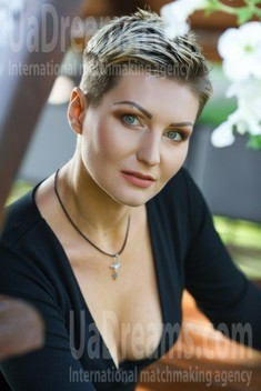 Oksana from Kremenchug 36 years - girl for marriage. My small public photo.