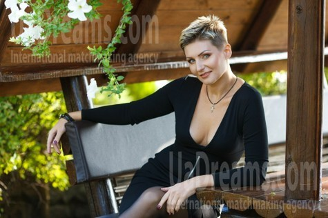 Oksana from Kremenchug 35 years - wants to be loved. My small public photo.