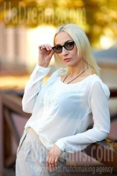 Alina from Kremenchug 42 years - attentive lady. My small public photo.
