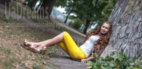 Helen from Kremenchug 28 years - seeking soulmate. My small public photo.