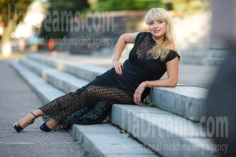 Elmira from Kremenchug 44 years - seeking soulmate. My small public photo.