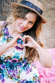 Yulya from Lutsk 32 years - ukrainian girl. My small public photo.