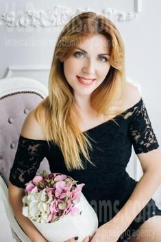 Natasha from Lutsk 34 years - nice smile. My small public photo.