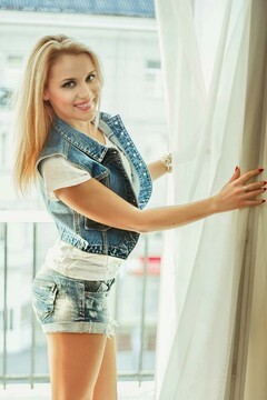 Yulya from Lutsk 26 years - wants to be loved. My mid primary photo.