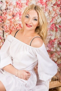 Inna from Lutsk 34 years - nice smile. My small public photo.