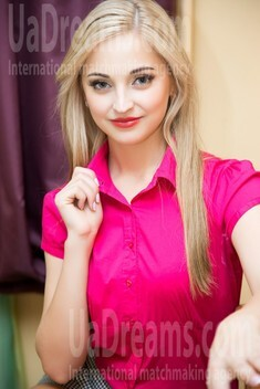 Anastasiya from Lutsk 22 years - search for love. My small public photo.