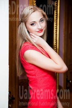 Anastasiya from Lutsk 22 years - photo gallery. My small public photo.