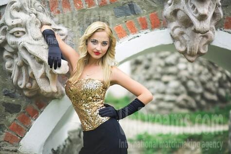 Anastasiya from Lutsk 22 years - Kind-hearted woman. My small public photo.