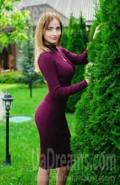 Anastasiya from Lutsk 23 years - future bride. My small public photo.