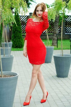 Anastasiya from Lutsk 22 years - happy woman. My small primary photo.