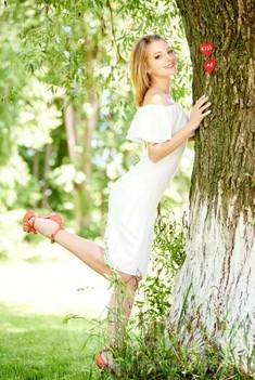 Ulyana from Ivano-Frankovsk 23 years - Warm-hearted girl. My small public photo.
