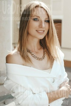 Ulyana from Ivano-Frankovsk 24 years - happy woman. My small public photo.