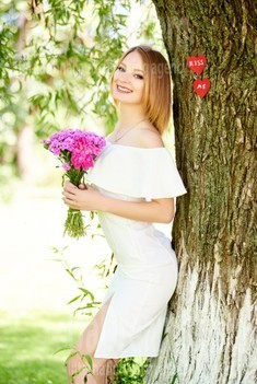 Ulyana from Ivanofrankovsk 22 years - seeking soulmate. My small public photo.