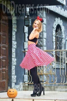 Ulyana from Ivanofrankovsk 23 years - smiling for you. My small public photo.