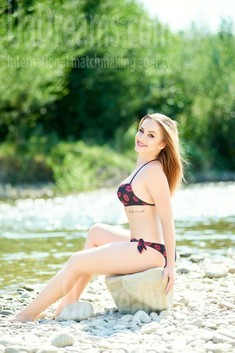 Ira from Ivano-Frankovsk 26 years - Warm-hearted girl. My small public photo.