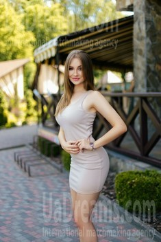 Ira from Ivanofrankovsk 24 years - charm and softness. My small public photo.