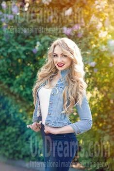 Dana from Dnipro 23 years - single lady. My small public photo.