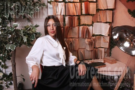 Irina from Odessa 44 years - look for a man. My small public photo.