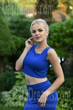 Katie from Dnipro 23 years - seeking man. My small public photo.