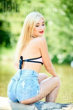 Katya from Ivanofrankovsk 20 years - carring woman. My small public photo.