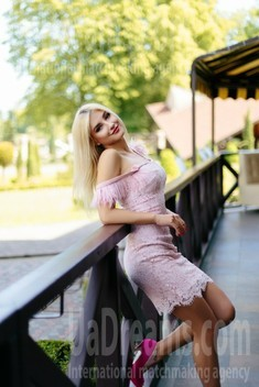 Katya from Ivanofrankovsk 20 years - eyes lakes. My small public photo.