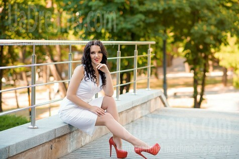 Alena from Dnipro 32 years - romantic girl. My small public photo.