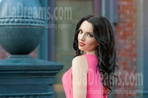 Alena from Dnipro 32 years - carring woman. My small public photo.