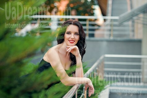 Alena from Dnipro 32 years - Music-lover girl. My small public photo.